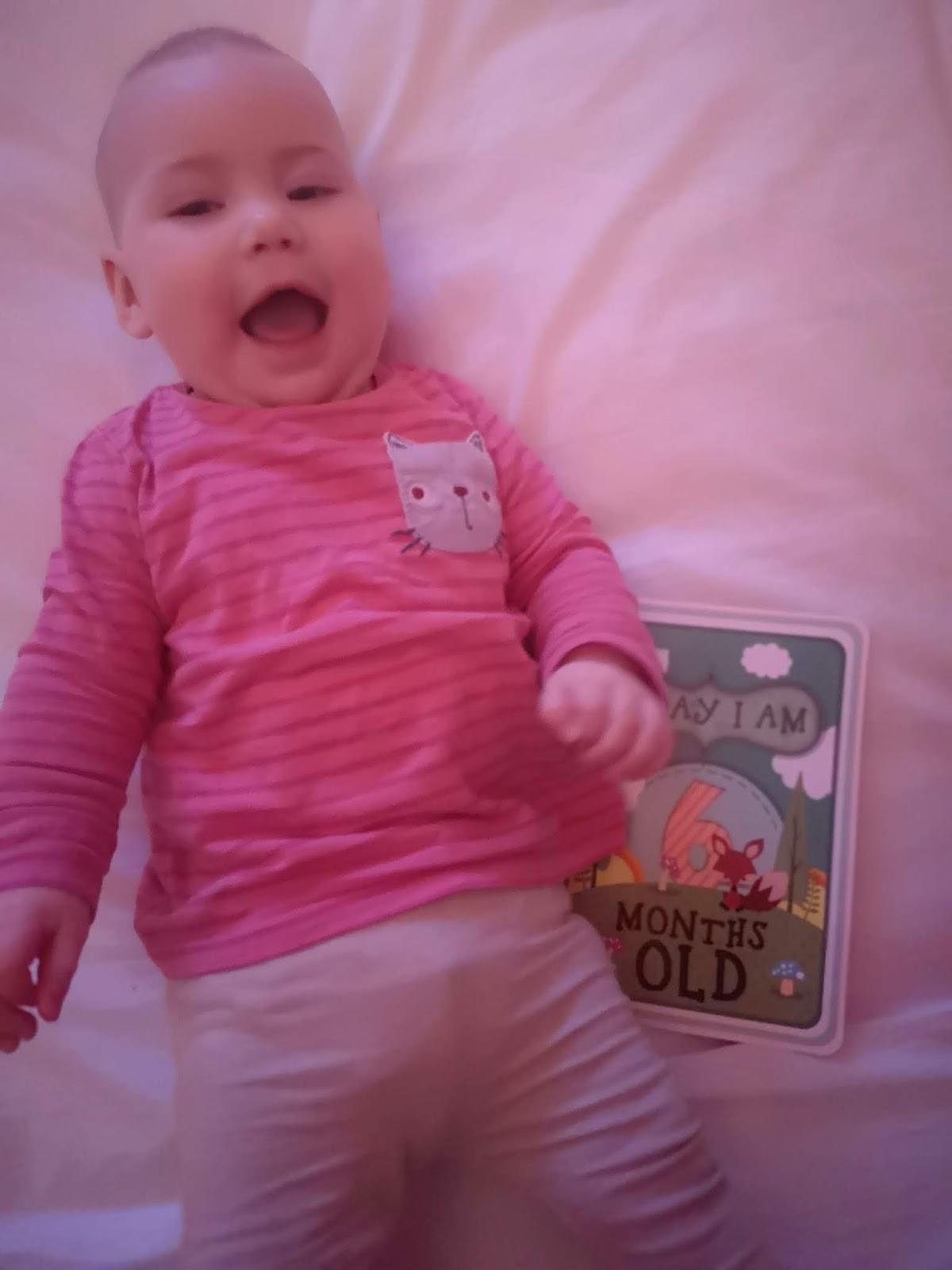 e2adc1da20c933 Unglaublich das Holly schon seit 6 Monaten bei uns ist! Ich kann es mir gar  nicht mehr ohne sie vorstellen. Sie ist so ein fröhliches Baby und lacht  viel.