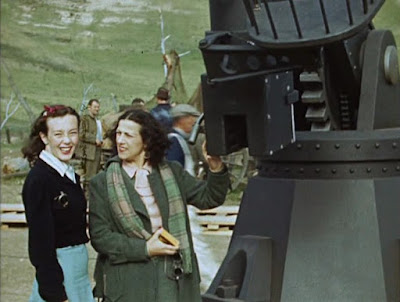 """Бетти Чаплин Тетрик и Джипси Чаплин на съемках фильма """"Великий Диктатор"""""""