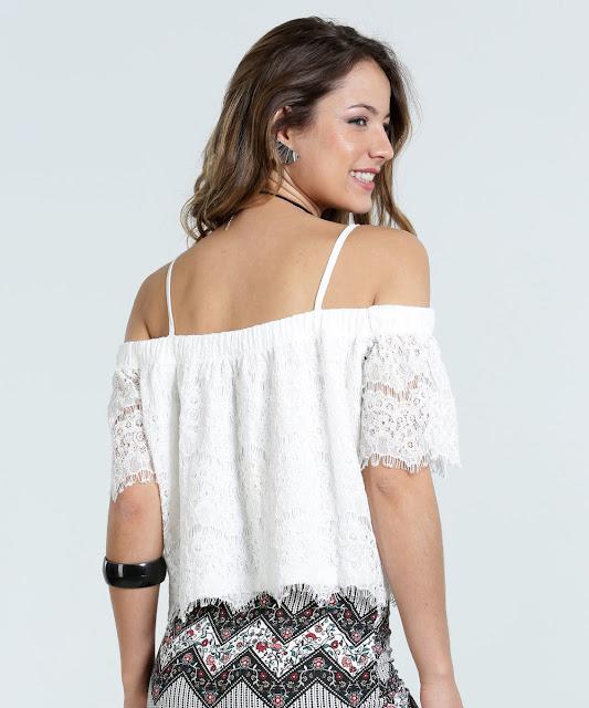 Possui alças finas reguláveis, manga curta, elástico ombro a ombro para o melhor ajuste, acabamento e costura no tom