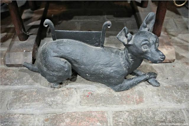 Perro de la Chimenea del Castillo Hammond, Gloucester
