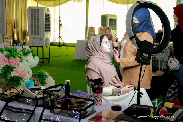 Persembahan make up oleh make up artis MZ Garden Hall Bangi