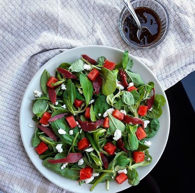 Salade detox magret fumé pastèque et feta charlotte and cooking