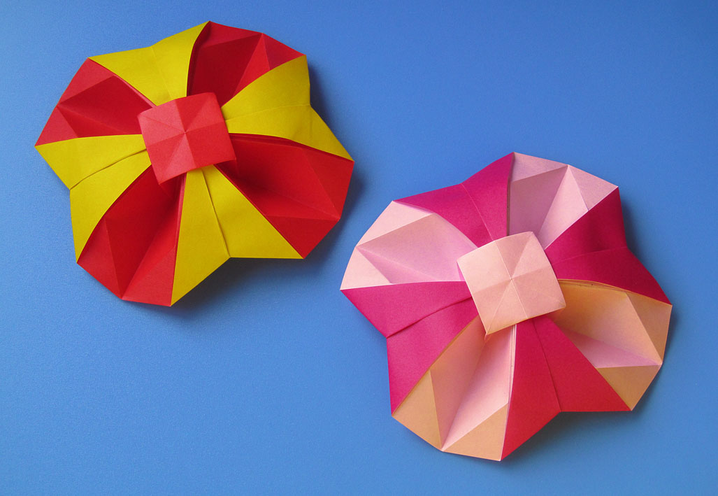 Origami Fiore geometrico bicolore - Bicolor Geometric Flower by Francesco Guarnieri