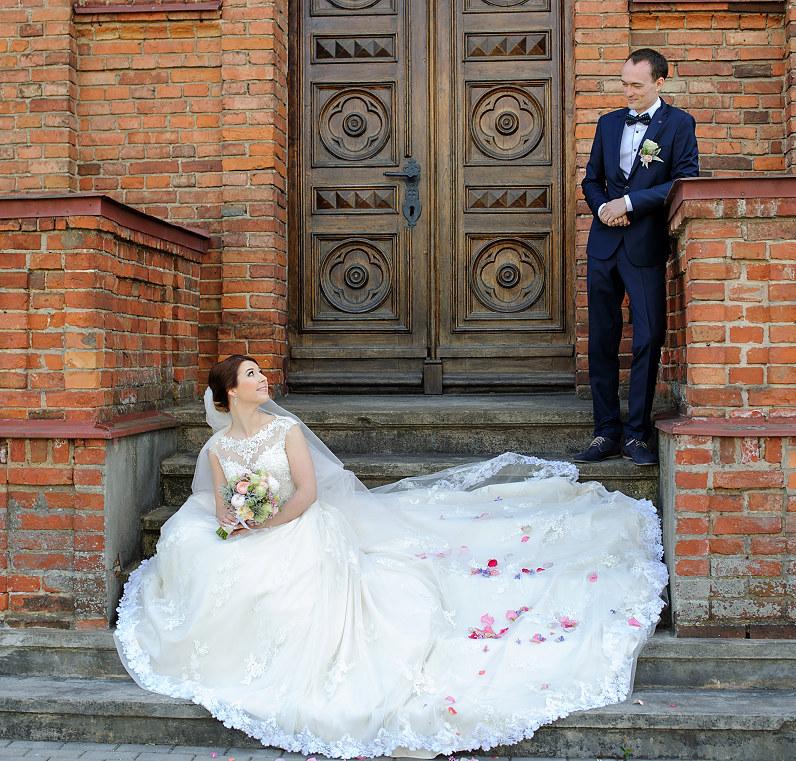 prabangi nuotakos suknelė Panevėžyje