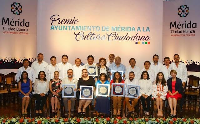 Entregan el Premio  Ayuntamiento de Mérida a la Cultura Ciudadana