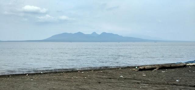 Pantai Pandanan Banyuwangi.