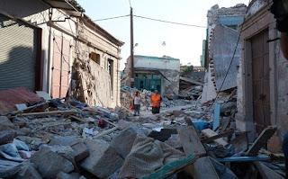 Το σκυλί της 43χρονης που πέθανε στο σεισμό δεν φεύγει από το γκρεμισμένο