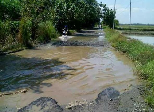 Kondisi Jalan dari Tanah Jawa menuju Kecamatan Hutabayu Raja di Kabupaten Simalungun