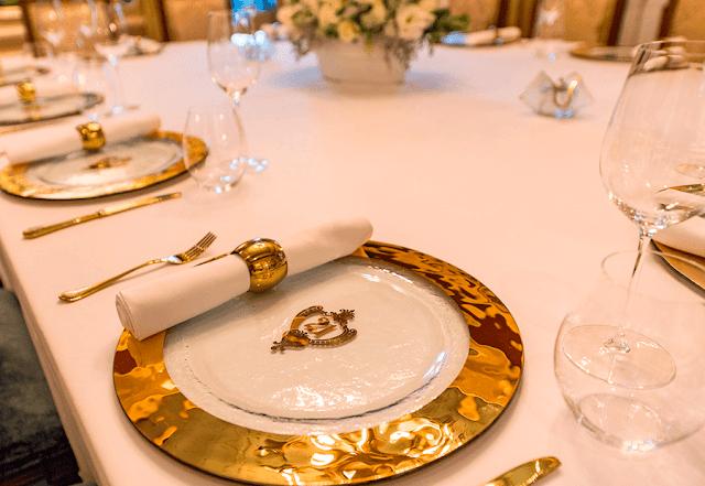 La elegante mesa del 21 Royal de Disneylandia