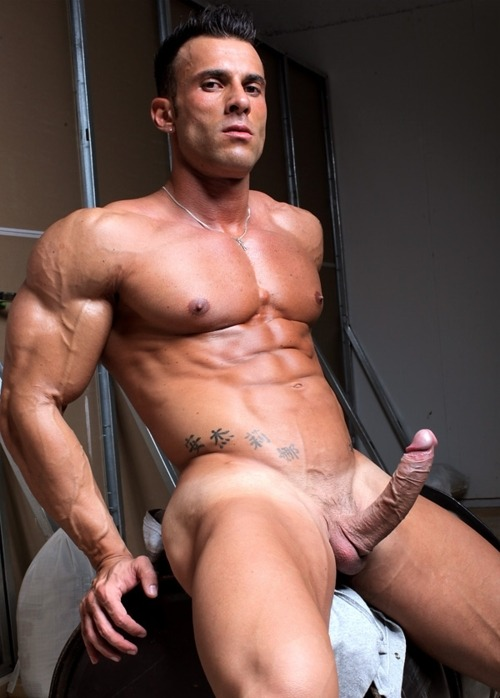 Muscular nude male — photo 13