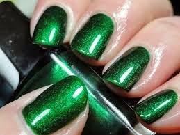 Uñas decoradas con color verde