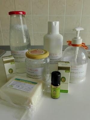 Ingredienti per fare i detersivi in casa, biologici