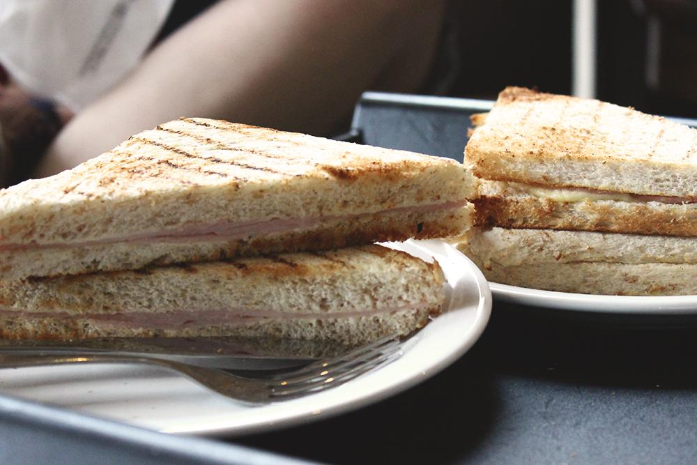 sanduíche tostado pão de forma