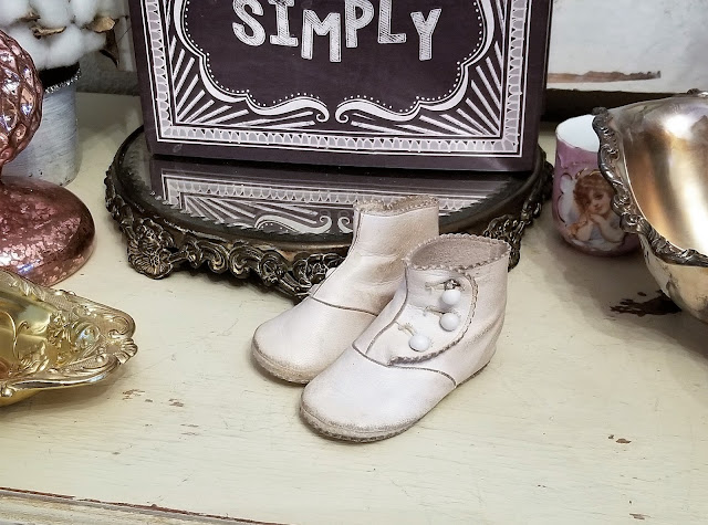 my new pair of shoes essay Baby shoes, calico dresses, african golf and crabs - a dicey history and etymology of baby needs a new pair of shoes.