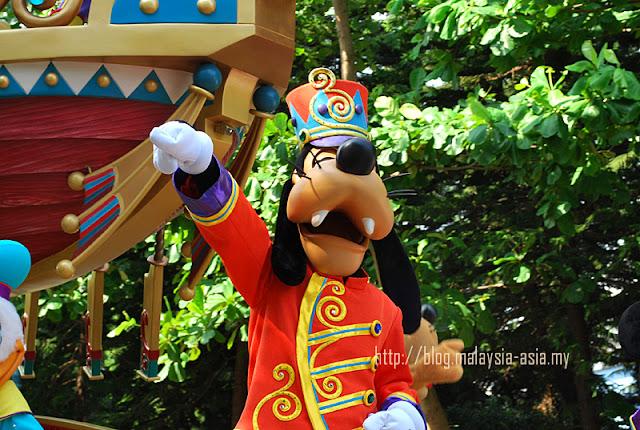 Hong Kong Disneyland Parade Goofy