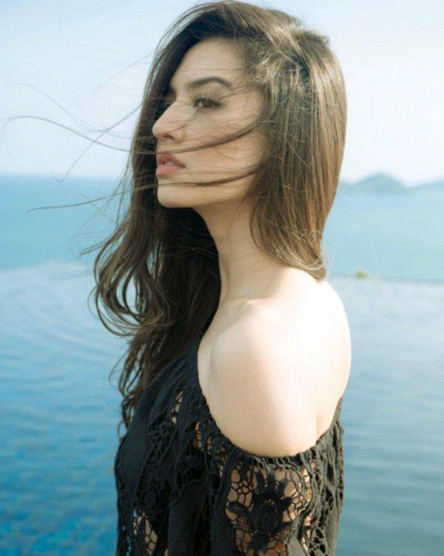 RAline Shah seksi dan manis  bahu mulus dna indah artis seksi