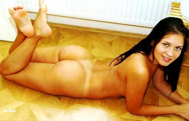 Обнаженная малышка 18+ WWW.EROTICAXXX.RU секс фото эротика