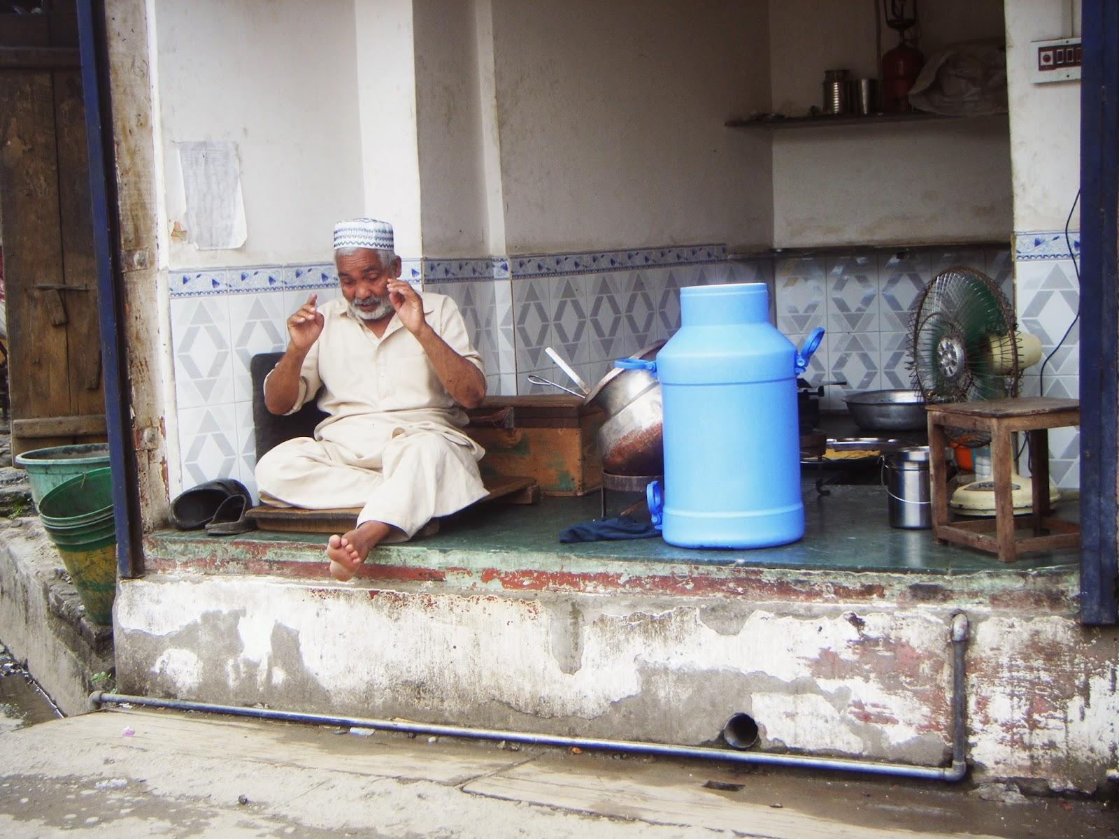 isaure de saint pierre en voyage chez un soufi a srinagar. Black Bedroom Furniture Sets. Home Design Ideas
