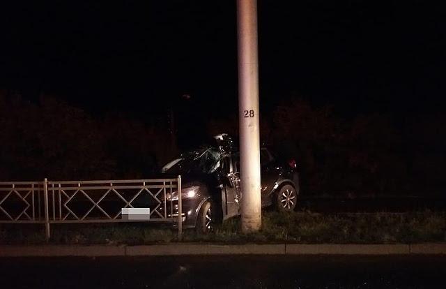 KIA въехала в столб: погиб водитель