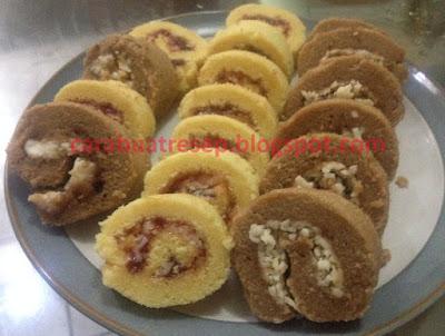 Foto Resep Bolu Gulung Isi Strawberry dan Coklat Isi Vla Panggang Lembut dan Empuk Sederhana Spesial Asli Enak
