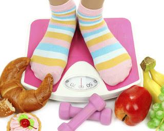 عادات ما قبل النوم تتسبب في زيادة وزنك