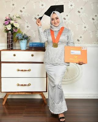 Gambar model hijab wisuda wajah bulat terbaru