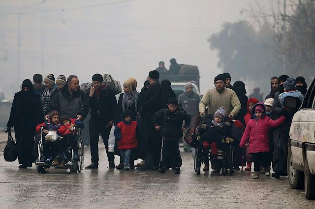 [Foto] Aleppo Porak-Poranda, Ribuan Warga Dievakuasi