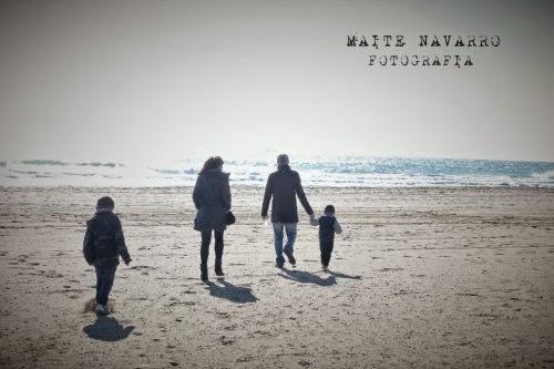 Caminando hacia la orilla del mar