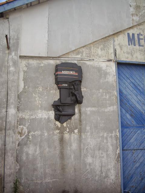 Des signes sur les murs le grand bleu for Garage peugeot nevers