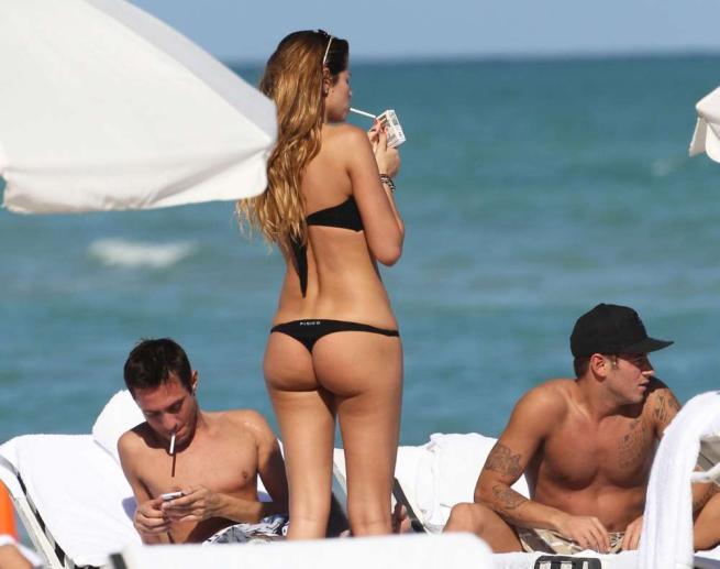 Celeb68 Aida Yespica foto bikini nero a Miami
