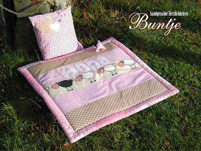 Krabbeldecke Decke Baby Mädchen Name Geschenk Geburt Taufe rosa beige Schafe Baumwolle Anna Fleece Kissen Schnullertasche Buntje nähen