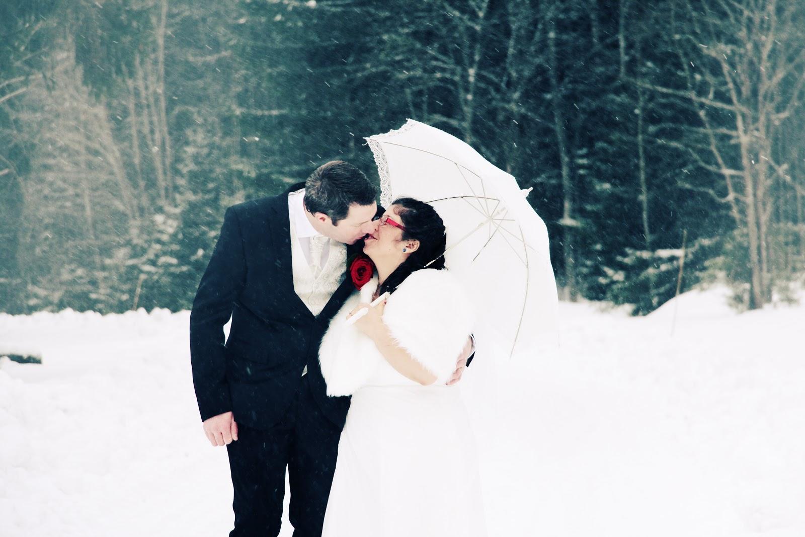 Fotograf Härnösand bröllopsfotograf Maria-Thérèse Sommar snow höga kusten sundsvall sollefteå umeå kramfors vinterbröllop winter wedding