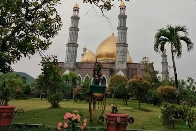 Masjid Kubah Emas: Destinasi Pilihan di Bulan Ramadhan
