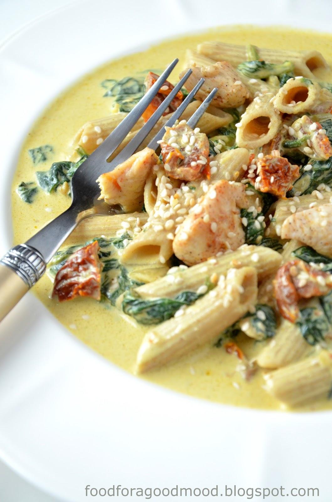 Food For A Good Mood Makaron W Sosie Curry Z Kurczakiem Szpinakiem
