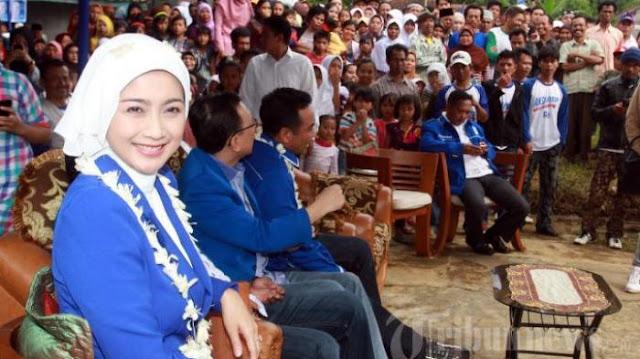 Desy Ratnasari Siap Maju Pilgub Jawa Barat 2018
