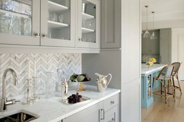 kitchen herringbone backsplash pattern
