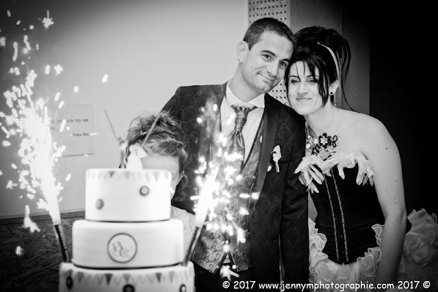 arrivée du gateau de mariage, photos des mariés
