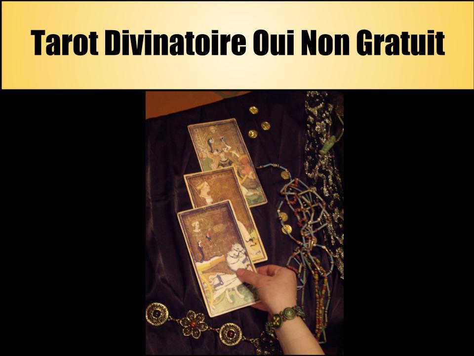 L'affiche pour l'article sur le tarot divinatoire Oui Non, on y voit une main tirer 3 cartes de tarot