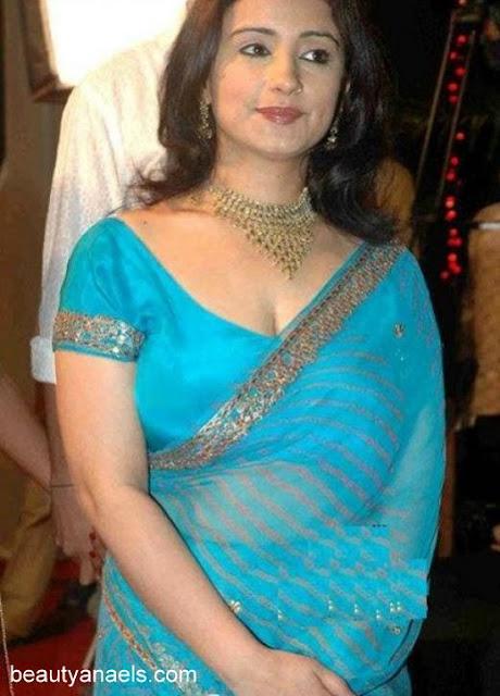 Hot Celebrity Bollywood Mallu Aunty Getting Well Treated -8421
