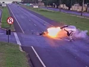 Vídeo, Moto explode