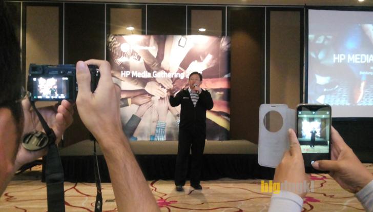 Melton Ciputra selaku Market Development Manager Consumer HP Inc tampil mengawali acara HP Media Gathring 2017 Bandung