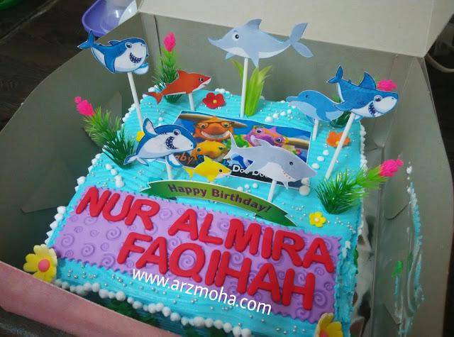 kek hari jadi cik puteri, baby shark birthday cake, contoh kek baby shark, kek yang sesuai untuk kanak-kanak, kek tema baby shark, harga tempah kek untuk kanak-kanak, harga kek sambutan harijadi kanak-kanak, kek anak blogger malaysia, arzmoha,