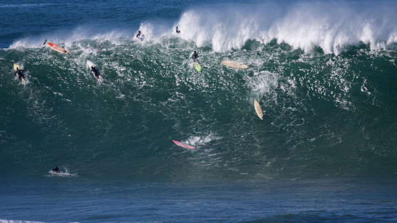Olas grandes en Mavericks accidentes