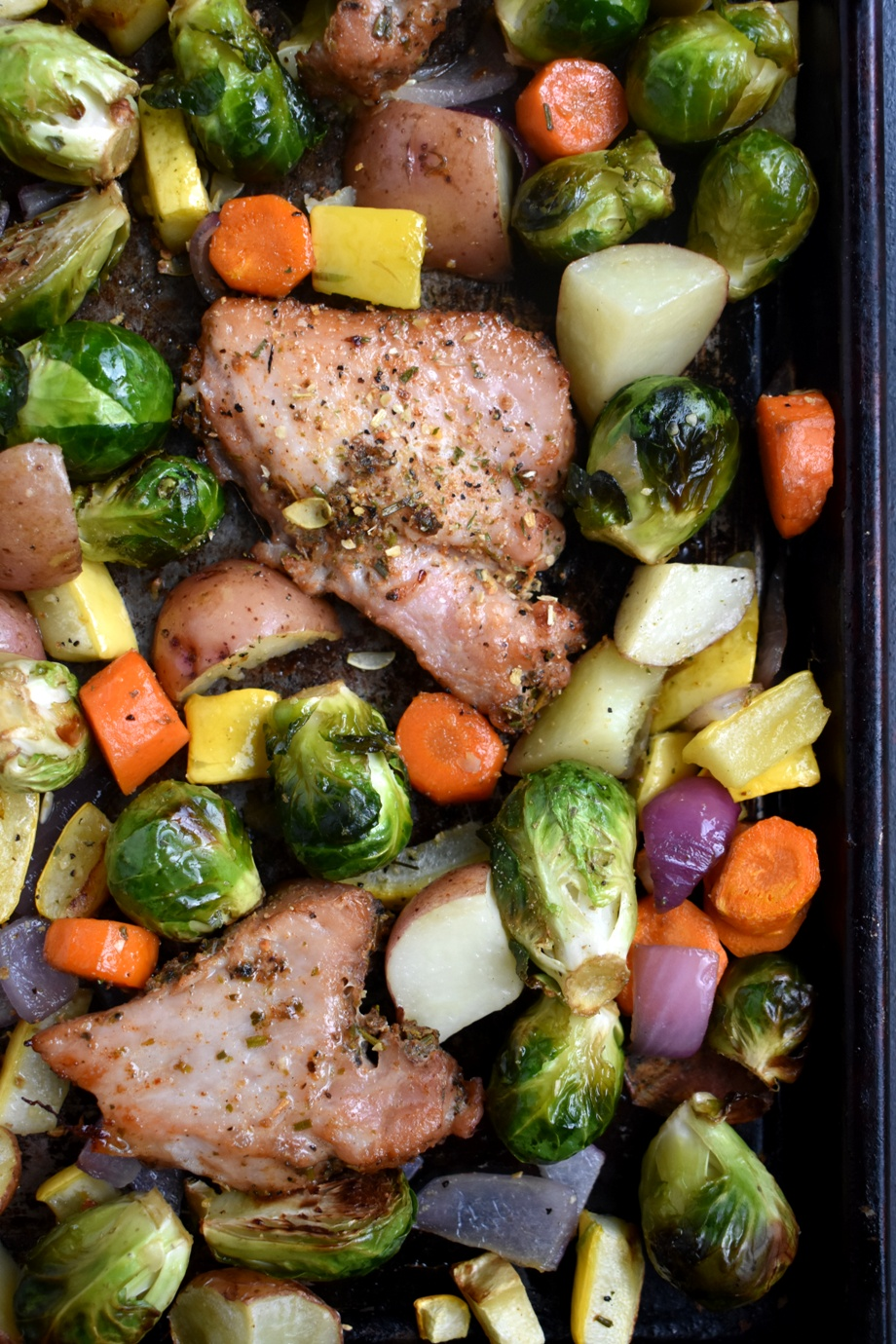 Sheet Pan Garlic Herb Pork and Vegetables is ready in 30 minutes, is full of flavor and only uses one pan for a nutritious and tasty family friendly meal! www.nutritionistreviews.com