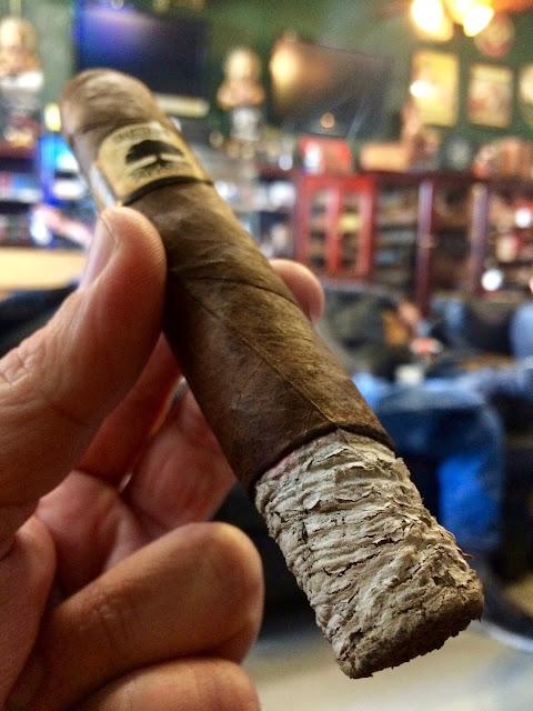 Foundation Charter Oak Grande cigar 3