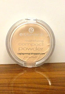 Essence-Mattifying Compact Powder Pudra