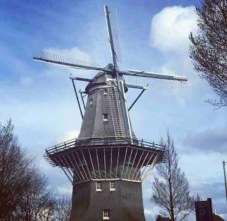 De Gooyer Windmill Amsterdam, Tempat Wisata di Belanda Terbaik yang Wajib Dikunjungi, wisata belanda murah, tempat wisata di amsterdam, tempat wisata di belanda saat musim dingin, tempat belanja di belanda, paket wisata belanda, tempat romantis di belanda, taman bunga belanda, taman belanda