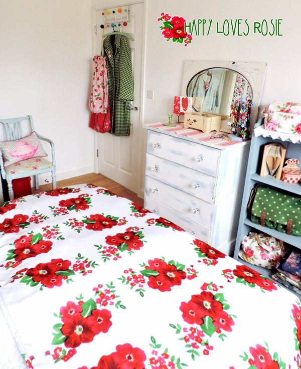 happy loves rosie logo bedspread
