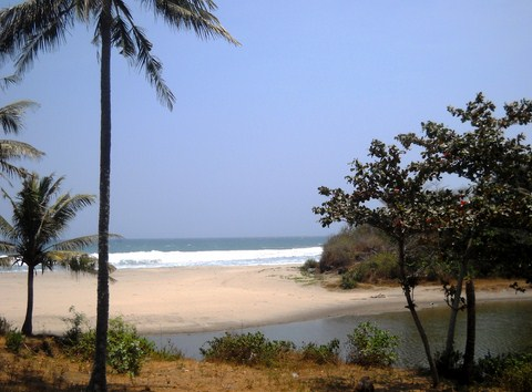 Pesona Keindahan Obyek Wisata Pantai Rancabuaya Di Purbayani