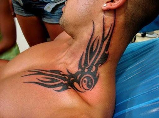 Tatuagem Tribal para os homens no pescoço a orelha